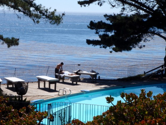 An Esalen massage in harmony with the sound of the waves