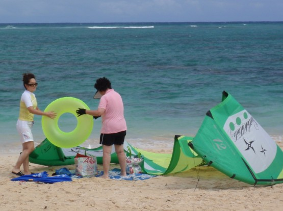 look, the Japanese have taken over our kite as a beach tent!!!