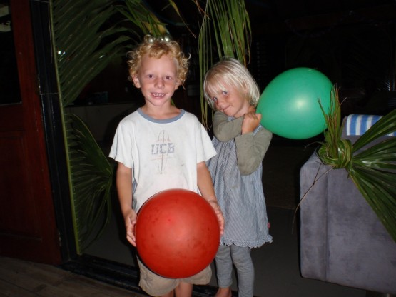 Sienna and Robinson with their new balloooons