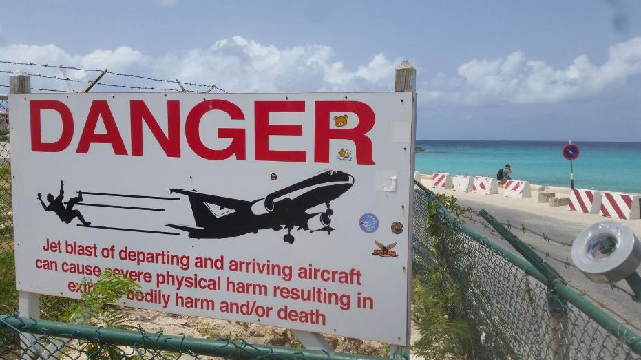 2016 Barbados 6 14 sant maarten plane